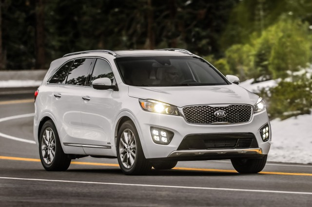 Tucson Dimensions 2017 >> 2017 Kia Sorento vs. 2017 Honda CR-V: Compare Cars