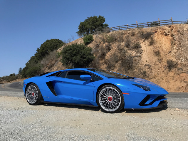 Lamborghini Aventador S welcomes the wind with new Roadster