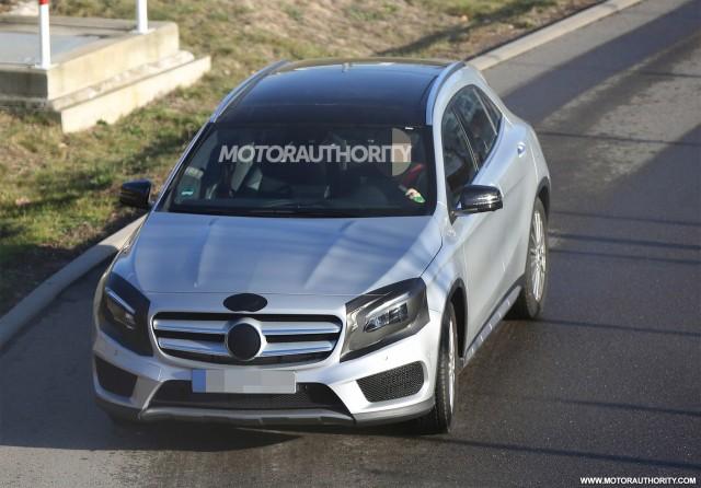2017 Mercedes-Benz GLA-Class facelift spy shots - Image via S. Baldauf/SB-Medien