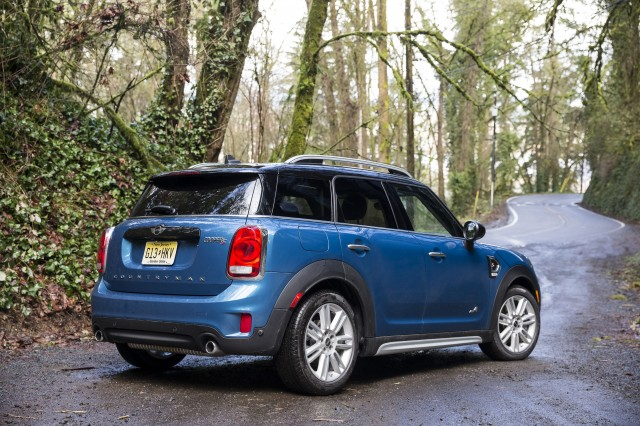 7 things to know about the 2017 mini countryman. Black Bedroom Furniture Sets. Home Design Ideas