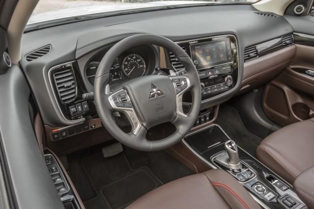 2017 Mitsubishi Outlander Plug-In Hybrid: U.S. debut