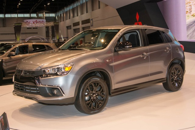 mitsubishi shows new 2017 outlander sport le trim ahead of chicago debut. Black Bedroom Furniture Sets. Home Design Ideas