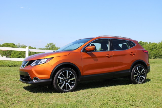 2017 nissan rogue sport first drive. Black Bedroom Furniture Sets. Home Design Ideas