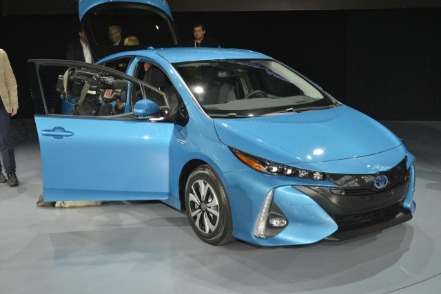 2017 toyota prius prime first drive of new plug in hybrid. Black Bedroom Furniture Sets. Home Design Ideas
