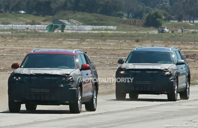 2017 Volkswagen three-row SUV spy shots - Image via S. Baldauf/SB-Medien