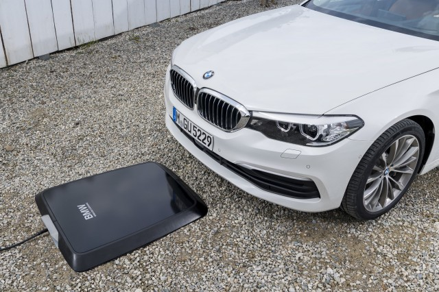 2018 BMW 530e iPerformance wireless charging