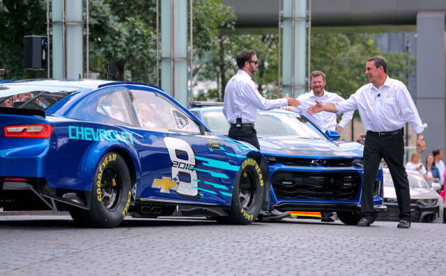 Jimmie Johnson Chevy >> Chevrolet Camaro ZL1 to be next year's NASCAR Cup car