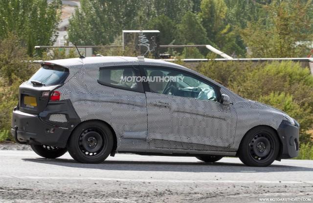 2017 - [Ford] Fiesta MkVII  - Page 6 2018-ford-fiesta-3-door-spy-shots--image-via-s-baldauf-sb-medien_100564911_m