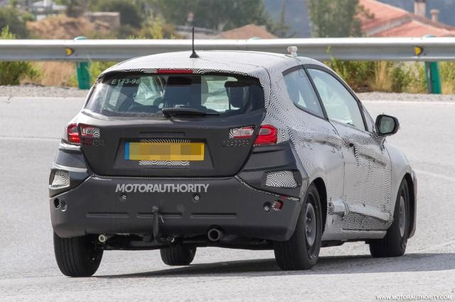 2017 - [Ford] Fiesta MkVII  - Page 6 2018-ford-fiesta-3-door-spy-shots--image-via-s-baldauf-sb-medien_100564913_m