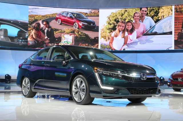 2018 Honda Clarity Plug-In Hybrid debuts at 2017 New York auto show