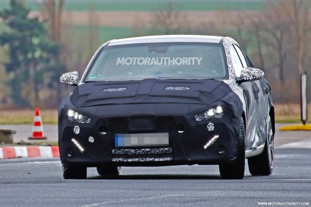 2018 Hyundai i30 Fastback spy shots - Image via S. Baldauf/SB-Medien