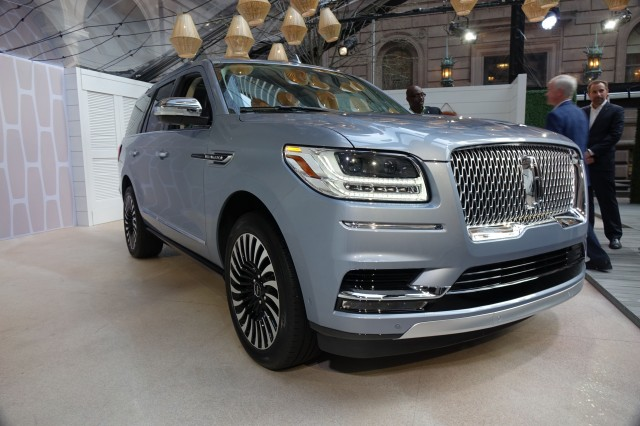 2018 lincoln navigator review ratings specs prices and photos the car connection. Black Bedroom Furniture Sets. Home Design Ideas