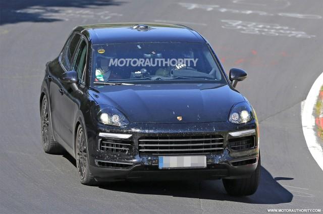 2018 Porsche Cayenne spy shots - Image via S. Baldauf/SB-Medien