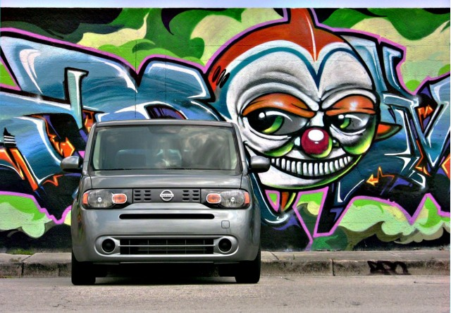 2010 Nissan Cube In Miami Attracts Plenty Of Looks....