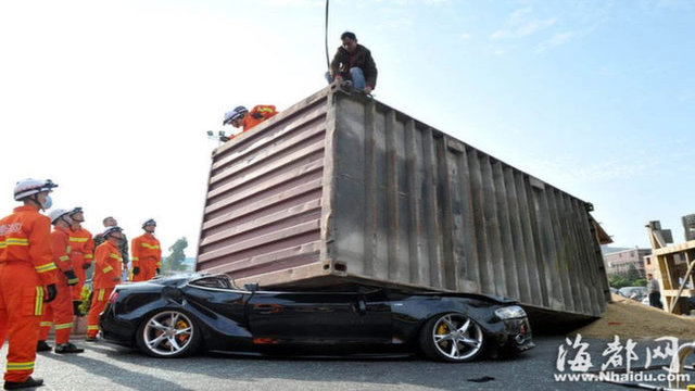 Audi S5 crushed by shipping container