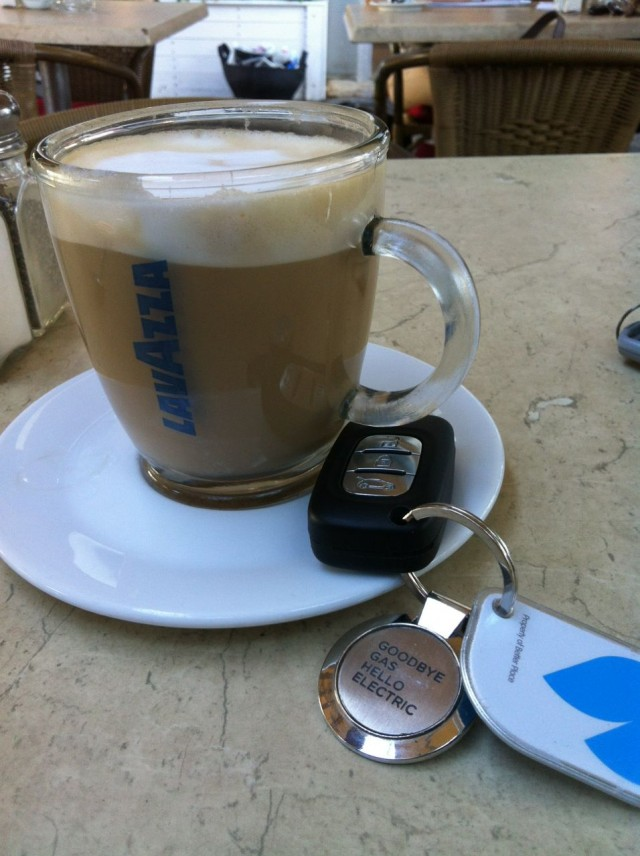 Coffee and keys to Better Place Renault Fluence ZE, Israel
