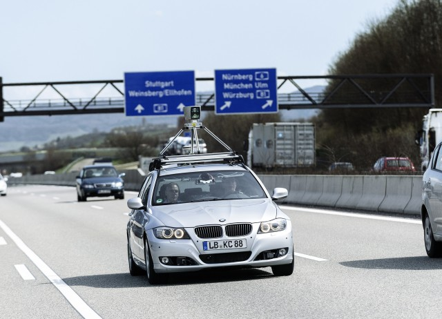 Bosch engineers have brought highly automated driving to the German Autobahn. Test drives in everyday driving situations help to put functions to the test and to improve them. The safety concept worked up for the test campaign was tested and approved by TÜV Süd.