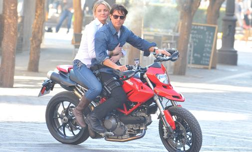 nike nds fers graphite - Video: Tom Cruise, Cameron Diaz Take A Lap In Top Gear\u0026#39;s ...
