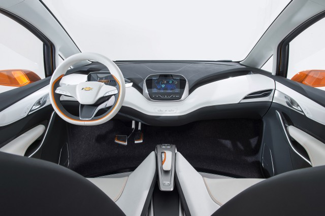 breaking 2017 chevrolet bolt 200 mile electric car to start production in oct 2016. Black Bedroom Furniture Sets. Home Design Ideas