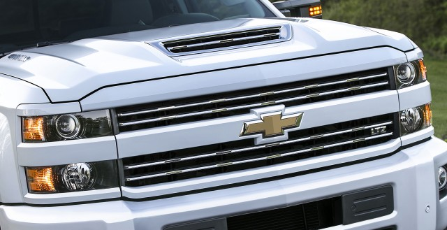 New hood scoop feeds cool air to 2017 Chevy Silverado HD ...