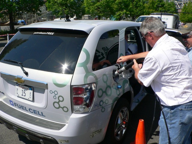 Chevrolet Equinox Fuel Cell with mobile refueler