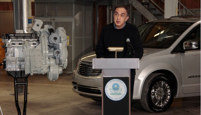 Chrysler's Sergio Marchionne & EPA Administrator Lisa Jackson announce hydraulic-hybrid program