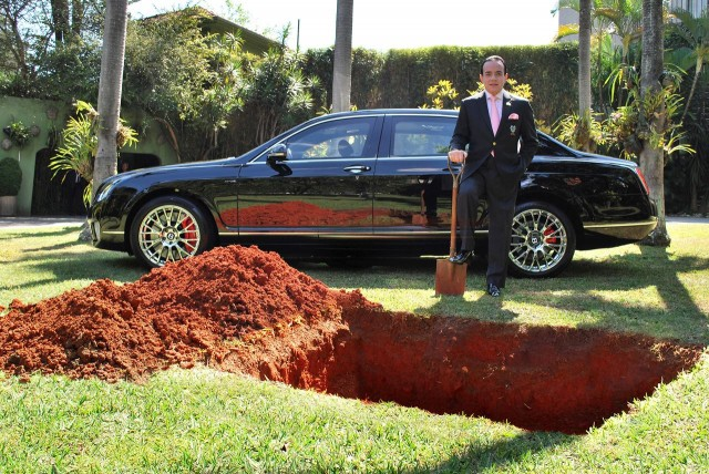 Conde Chiquinho Scarpa begins burying his Bentley