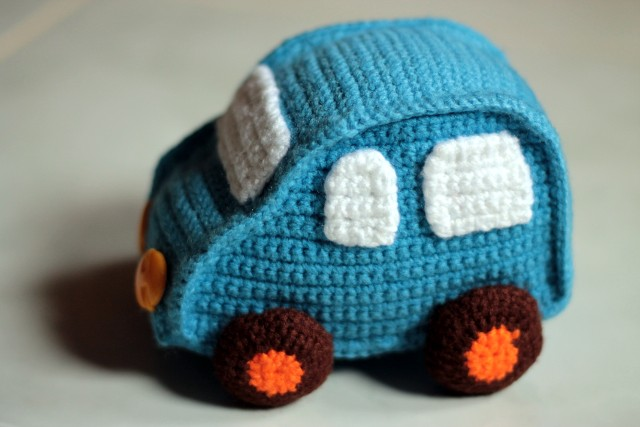 Crochet toy car (via nephithyrion.blogspot.com)