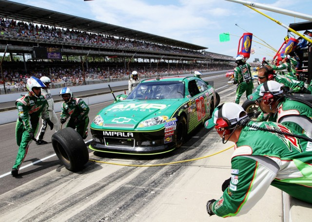 Dale Earnhardt Jr gets quick pit support - NASCAR photo