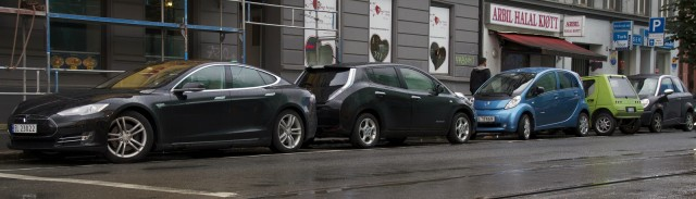 Electric cars parked on the streets of Oslo, Norway [photo: Wikimedia Comons]