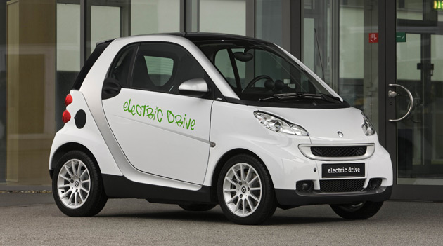 The deal will see Tesla provide batteries and expertise needed to bring an electric Smart ForTwo to market by next year