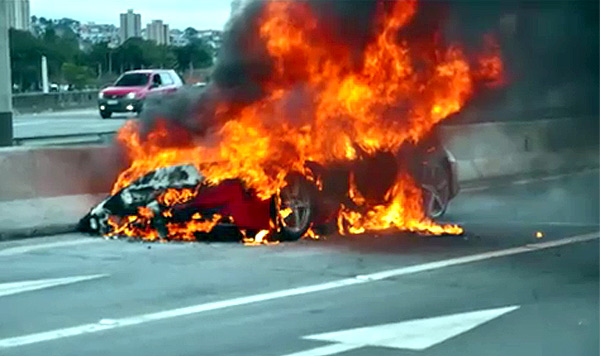 Ferrari 458 on fire in Brazil