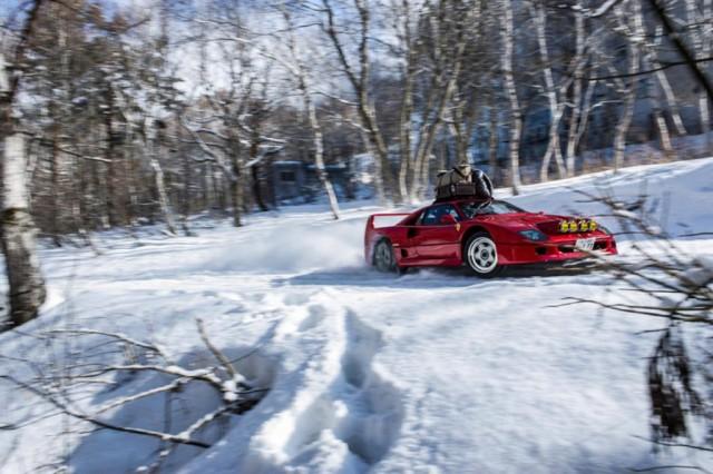 Ferrari F40 tackles a ski slope in Japan - Image via Kunihisa Kobayashi