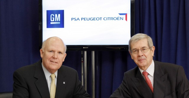 GM CEO Dan Akerson (left) and PSA Peugeot Citroen CEO Philippe Varin