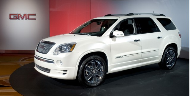 2011 chevrolet traverse gmc acadia buick enclave earn top safety pick. Black Bedroom Furniture Sets. Home Design Ideas