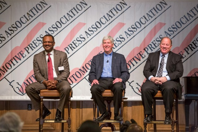 GM's Gerald Johnson, Michigan governor Rick Snyder, Detroit mayor Mike Duggan at GM event, Apr 2014