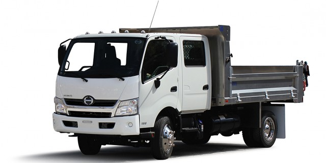 Hino 195h diesel-electric hybrid Class 5 cab-over-engine truck