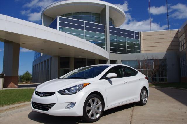 Hyundai Elantra Limited:  Curve Appeal