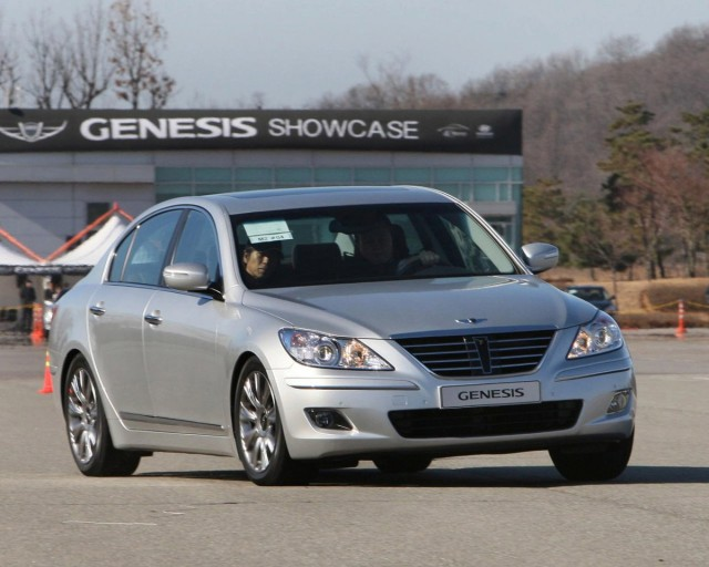 hyundai genesis sedan motorauthority 002