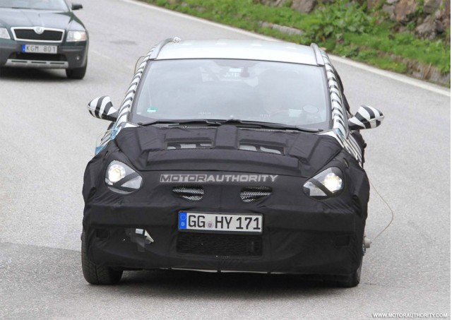 Hyundai HED-5 based MPV spy shots