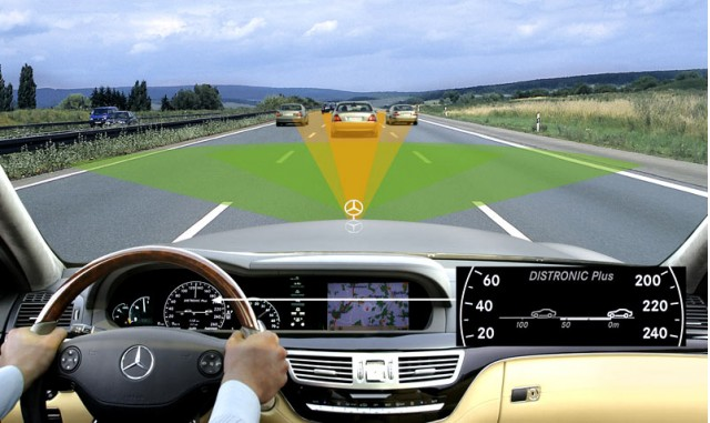 Illustration of the Distronic Plus collision-avoidance system from Mercedes-Benz