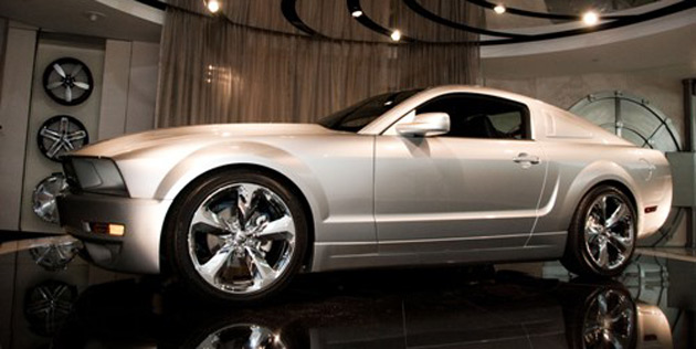 Lee Iacocca Mustang >> First Iacocca 45th anniversary Mustang fetches $125,000 at ...