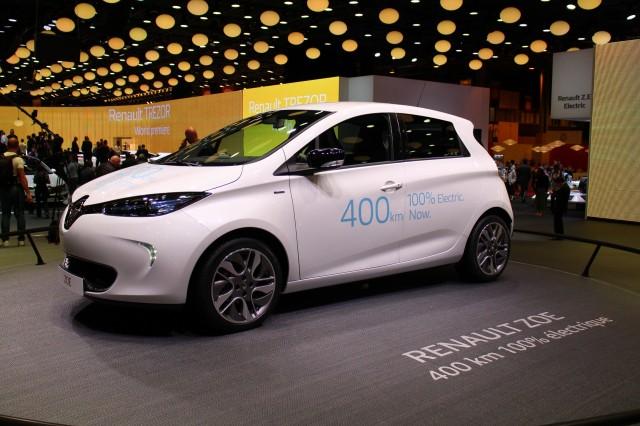 Longer-range Renault Zoe electric car, introduced at 2016 Paris Motor Show