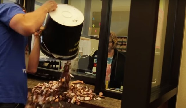 Jeep Los Angeles >> Man pays for speeding ticket with 22,000 pennies