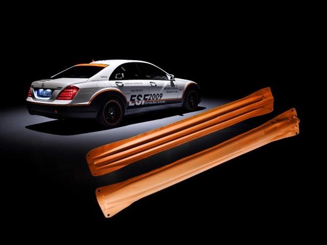 Mercedes-Benz ESF 2009 safety concept car, inflatable metal door side-intrusion beams