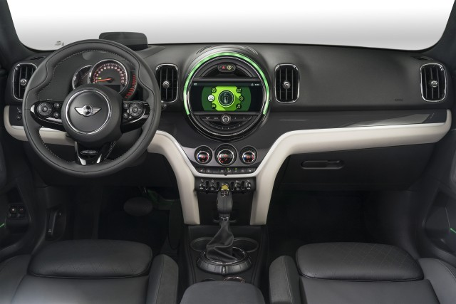 new 2017 mini countryman including plug in hybrid 39 biggest mini yet 39. Black Bedroom Furniture Sets. Home Design Ideas