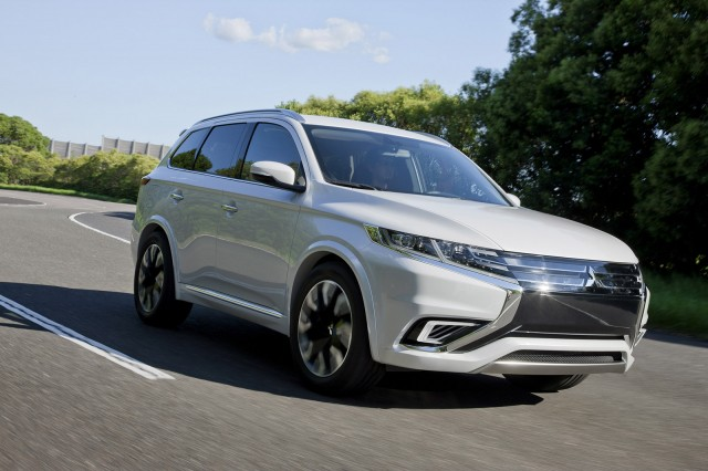 mitsubishi outlander plug in hybrid major refinements planned. Black Bedroom Furniture Sets. Home Design Ideas