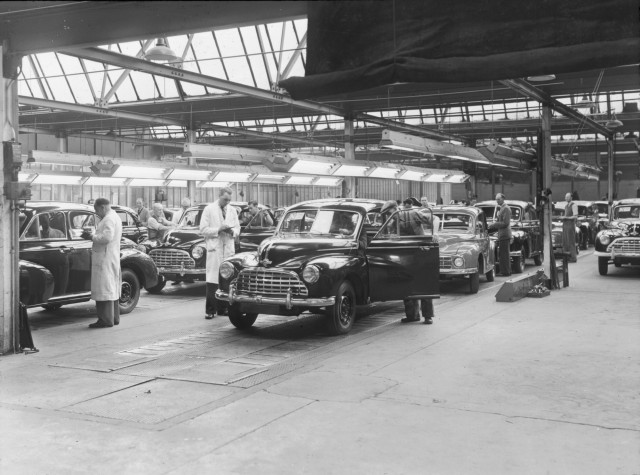 Morris Motors plant at Cowley (now MINI Plant Oxford) - Morris Oxford & Minor quality inspection