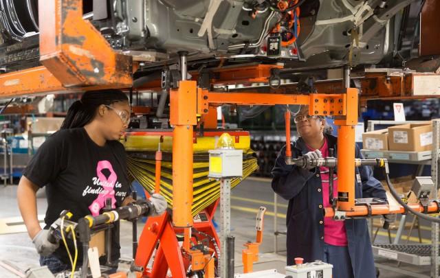 Mother-daughter Ttam installs battery packs in Chevrolet Volt electric cars