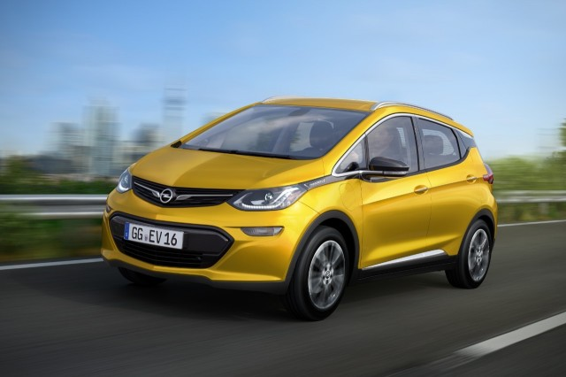 Opel Ampera-e On the Road